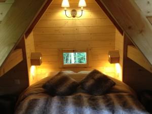 chambre double en mezzanine de la cabane de la clairière