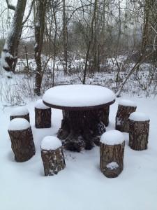 Table extérieure sous la neige