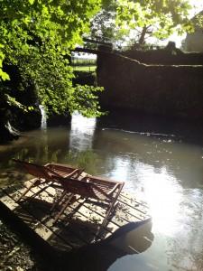 terrasse suspendue devant la rivière