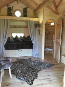 le lit double en alcôve cabane spa